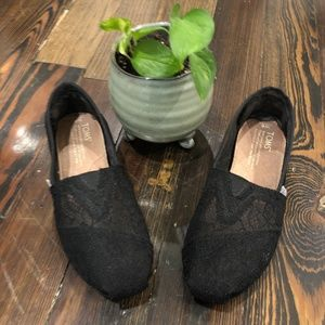 Toms Black Lace Shoe Like New Size 6